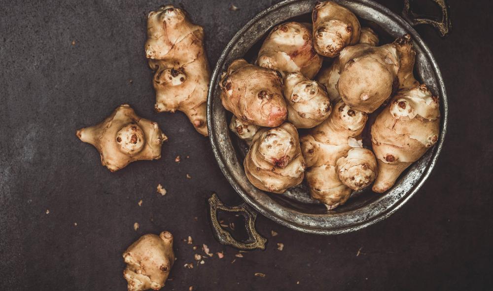 Recept: Winter ovenschotel met aardperen, pompoen, wortel en knoflook | Soluvert.nl